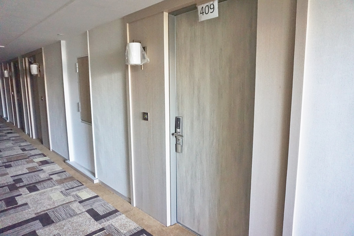 Fire-rated door hinge in hotel