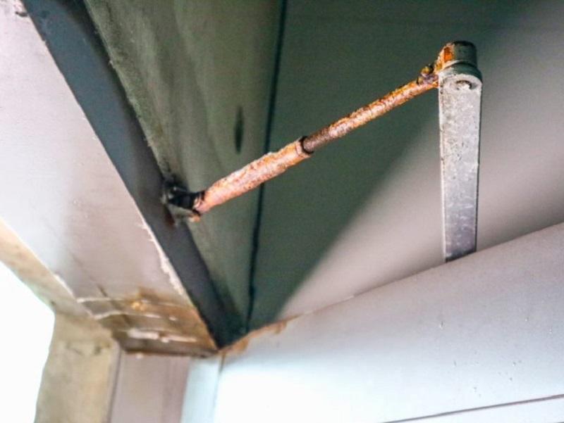 rust door closer