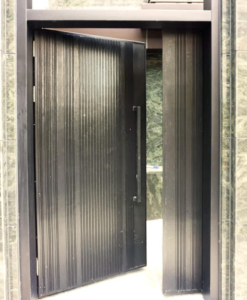 Heavy entrance door hinge-self closing door