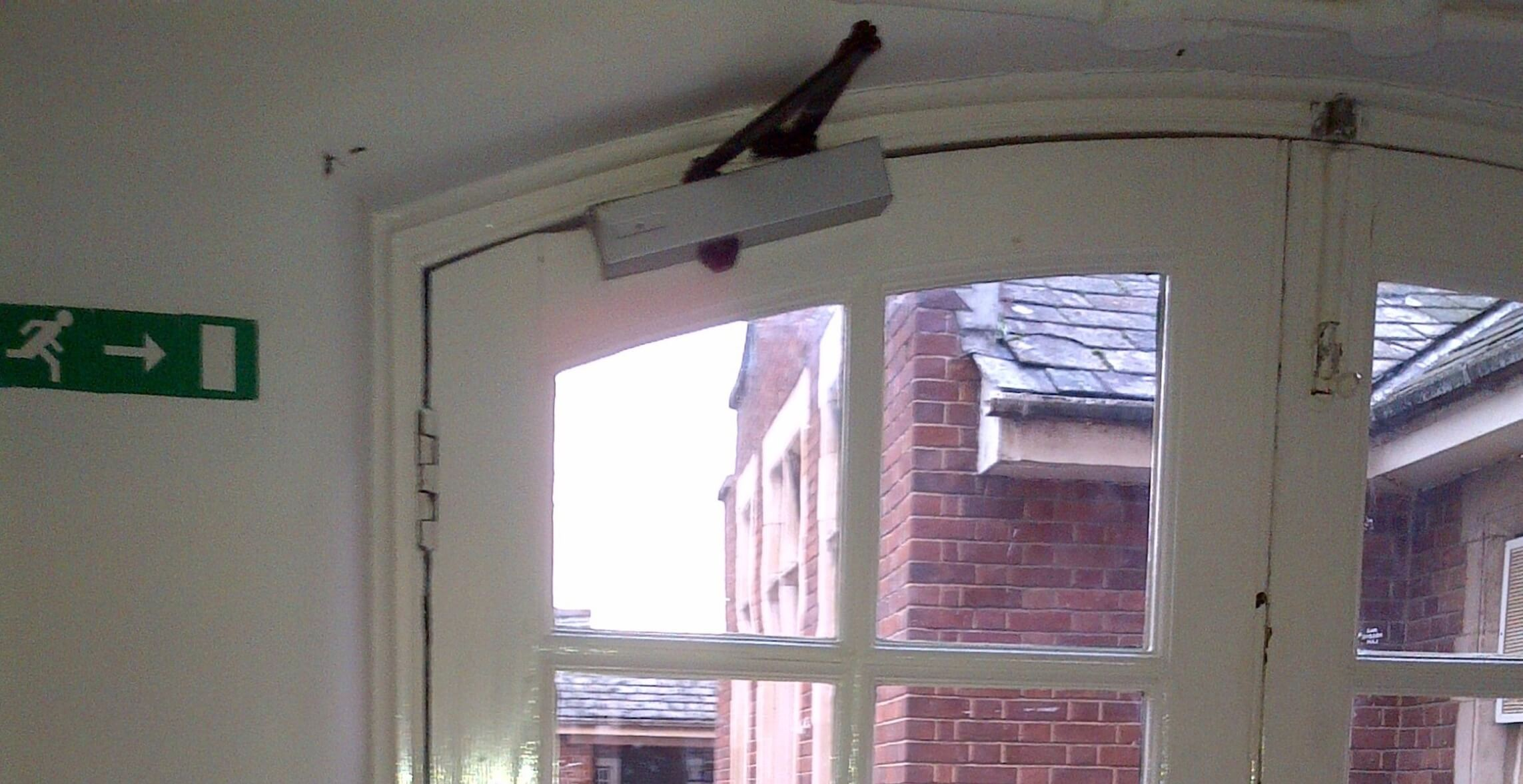 traditional arched door closer 01