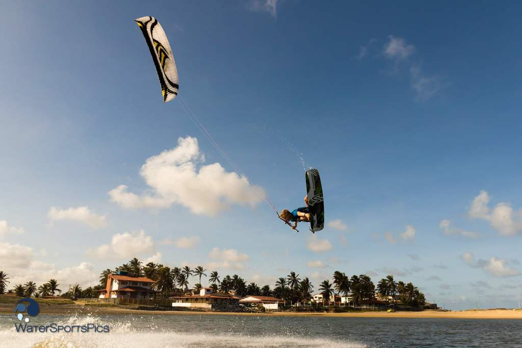 Shooting with Dylan van der Meij (Flysurfer/Jobe/Lip/Lifely/Versus) around Barra do Rio, Brazil on 10 November 2014