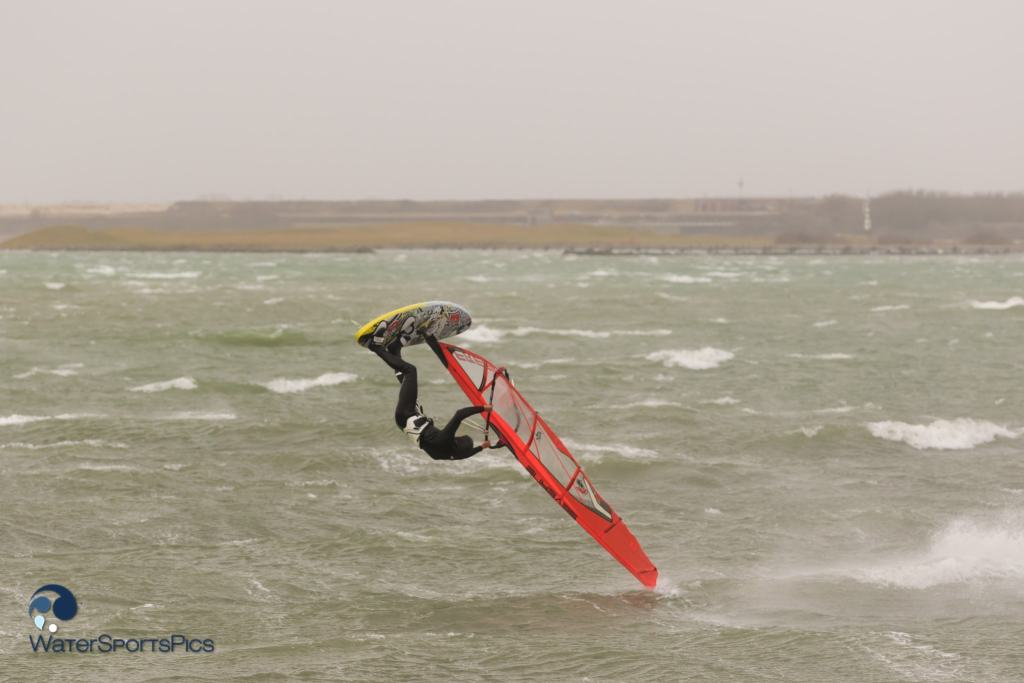 Storm session at Zeil- en Surfcentrum Brouwersdam in Ouddorp The Netherlands op 10 January 2015,