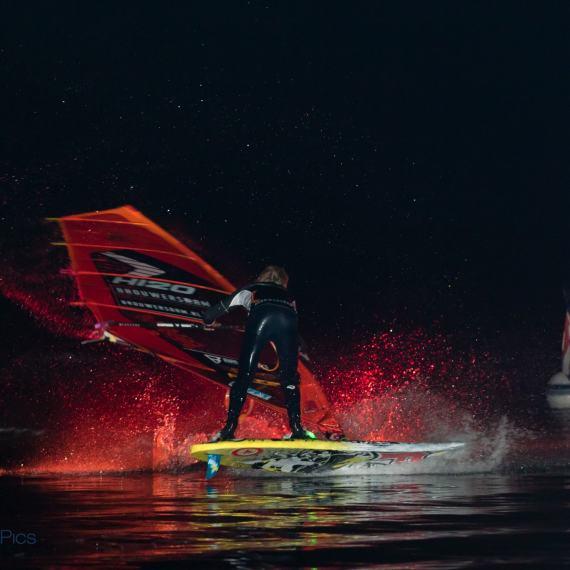 Night Tow-in Dam-X 2015