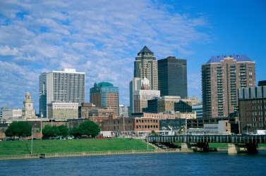 11 Jul 2003 --- Skyline of Des Moines --- Image by © Tom Bean/CORBIS