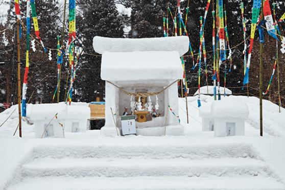 พบเห็นศาลเจ้าย่อส่วนที่ทำมาจากหิมะได้ทุกที่