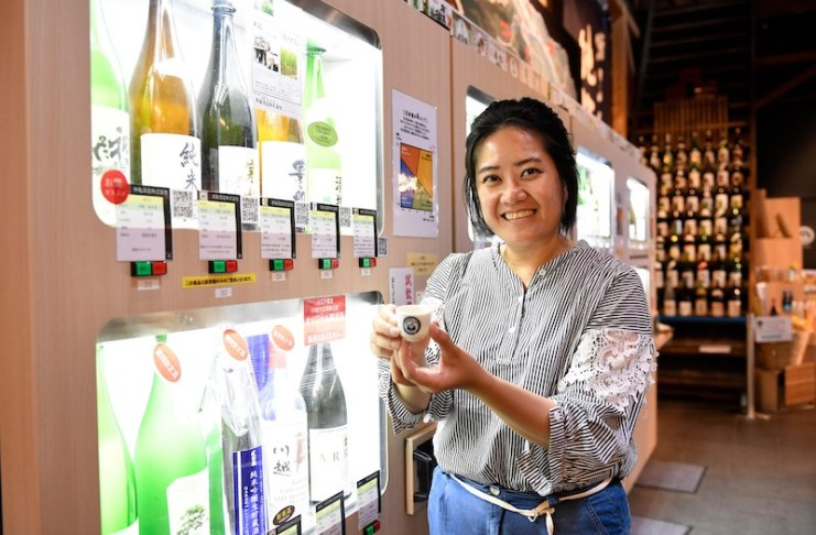 แลก 500 เยนกับเหรียญชนิดพิเศษ นำไปลองชิมสาเกญี่ปุ่นหลากชนิด