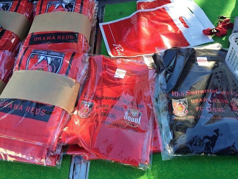埼玉城市國際友誼賽現場販售T恤和毛巾