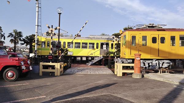 老闆還有大手筆收藏日本的退役廢棄電車車廂