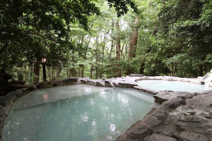 可供租借的露天溫泉「赤松の湯」。住宿者能免費預約使用(約45分鐘)。