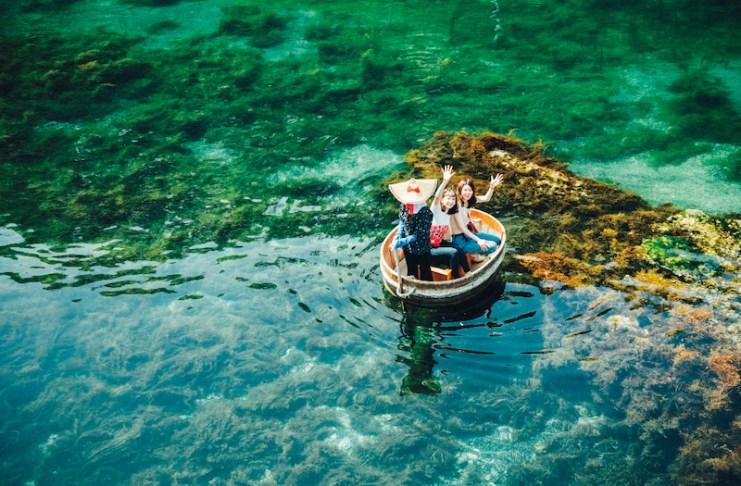 電影《神隱少女》中主角乘坐盆舟的畫面,讓盆舟更加為人所知