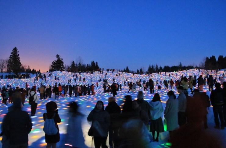 高橋匡太《越後妻有 雪花火/Gift for Frozen Village 2019》