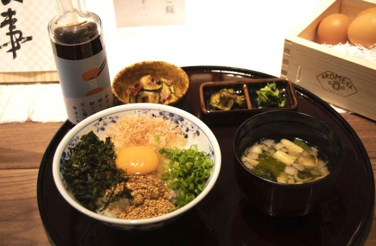 AKOMEYA食堂內提供以各地食材所烹調而成的料理