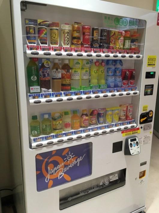 日本的自動販賣機幾乎都有賣罐裝咖啡