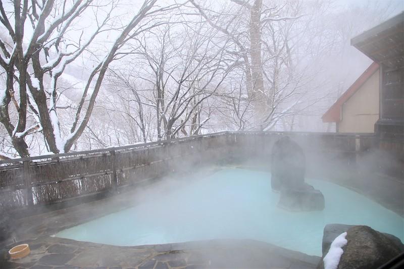 女性專用的露天風呂可以欣賞四季景色