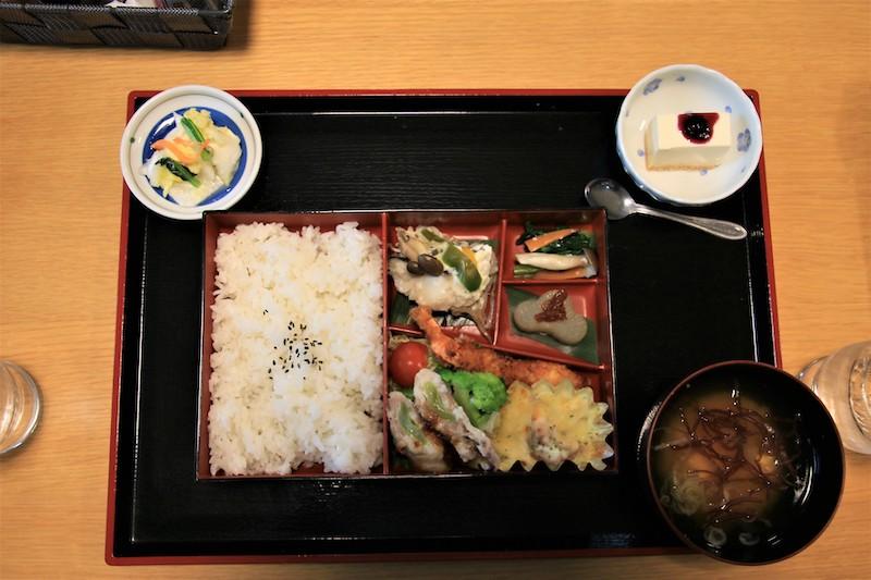 在店內提供加入米麴調理或味噌調味的料理,特別美味