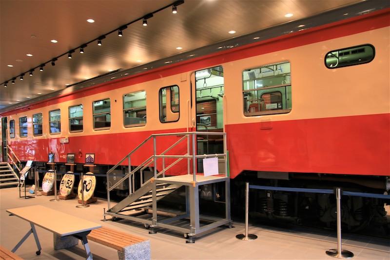 糸魚川站內展示老舊的火車車廂