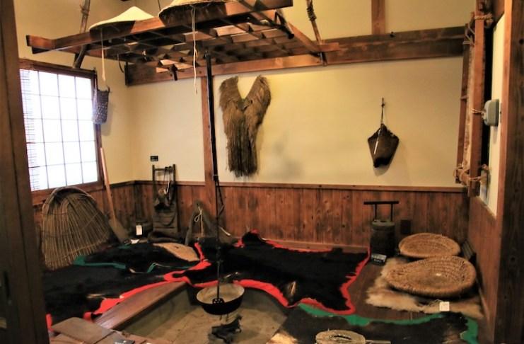 Matagi資料館展示獵人小屋內的模樣