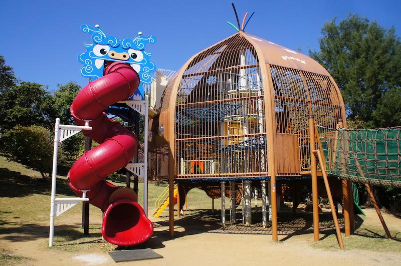 奧武山公園將沖繩風獅爺融入遊樂器材中,相當有當地特色