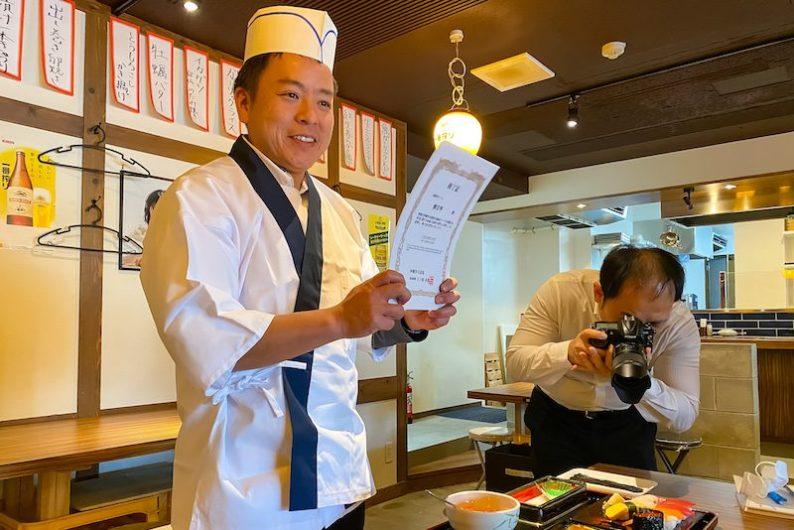 在職人的指導下捏製自己的握壽司