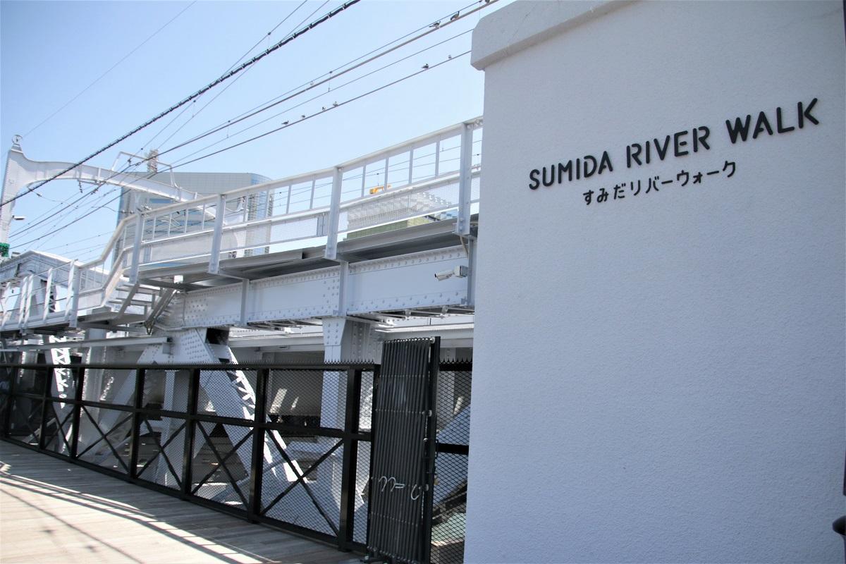 從東京晴空塔線的淺草站出發,往隅田川岸邊走,便可看到SUMIDA RIVER WALK的入口