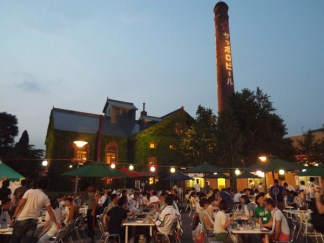 Outdoor beer gardens available during the summer and early autumn.