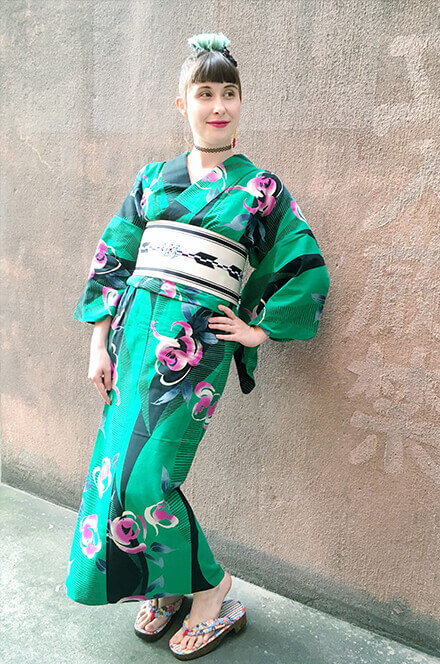 """This shade of green is my favorite color. I love bold colors, and the contrast between the yukata and the white arrow-patterned obi (sash) pops right into the eye – perfect for the next fireworks festival!"""