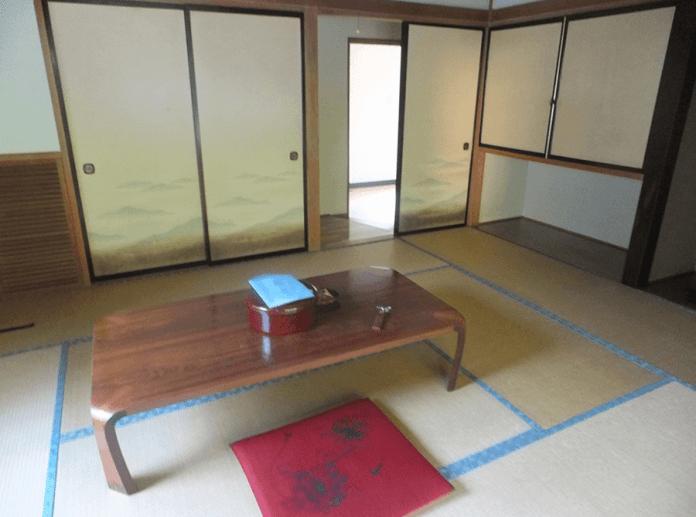 room-inside-ryokan-in-nishiyama-onsen