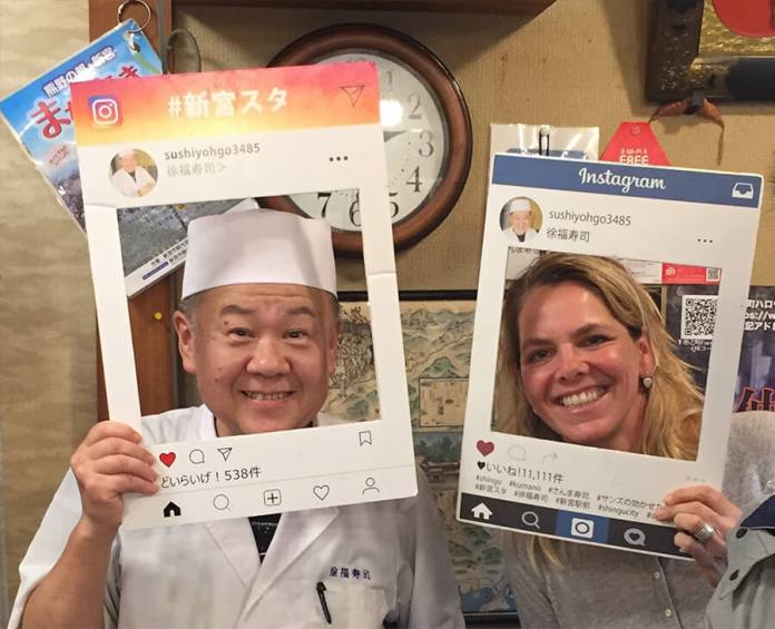 Having fun with the sushi chef at Jofuku-sushi, Shingu
