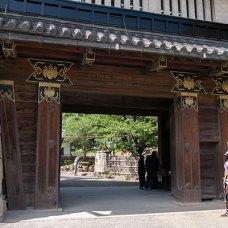 matsumoto-castle-entrance