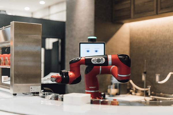 henna-cafe-robotic-waiter