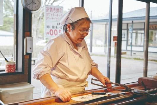 making Nanbu Senbei