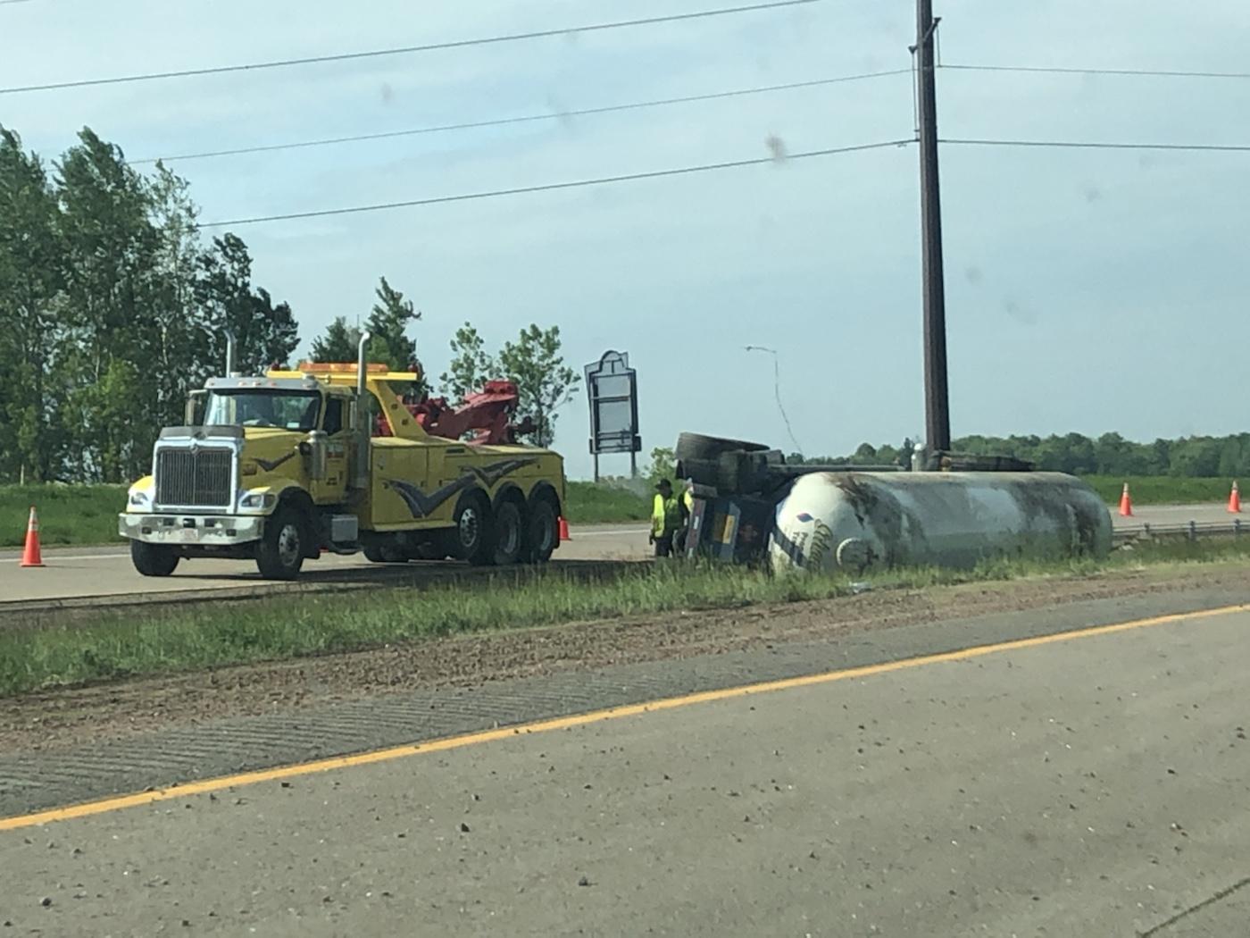 UPDATE: 1 hospitalized following propane tanker truck crash