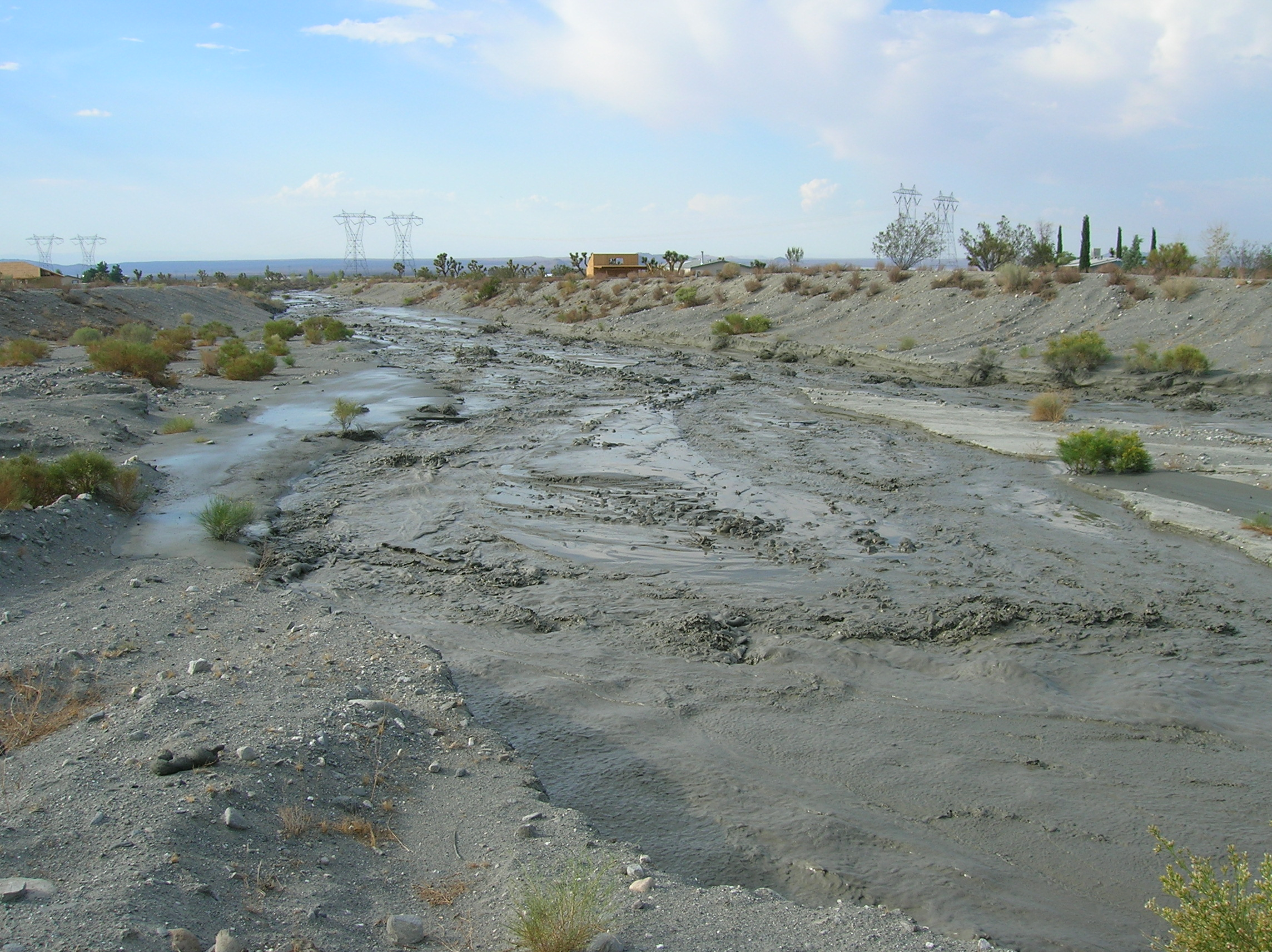 Broad flows and cutting water from previous floods