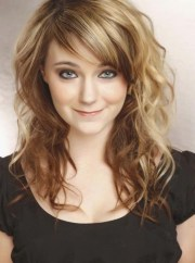 haircut wavy hair with bangs