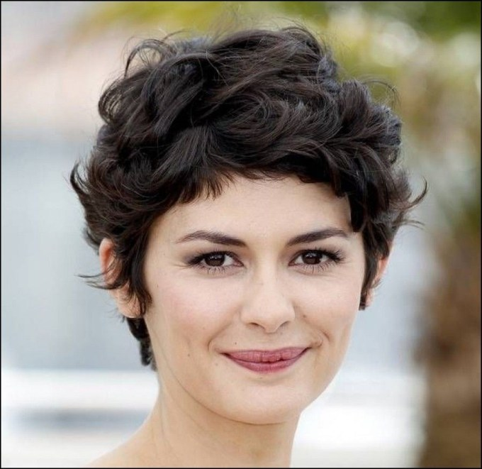 Short Haircuts For Thick Curly Hair And Round Faces | Rostros regarding Short Haircut For Wavy Hair Round Face