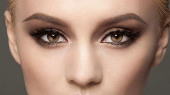best eyeshadow for hazel eyes and auburn hair - wavy haircut
