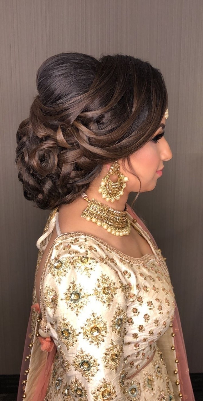 Pinterest: @pawank90 | Makeup And Hair In 2019 | Indian Bridal with Bun Hairstyle For Indian Wedding Function