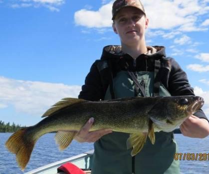 28.5 inch wawang lake walleye