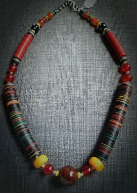 Burkina-Faso necklace made of kofi pearls and agate pearls