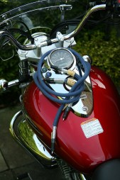 Way-Cables-Silver-2-Interconnect-on-Suzuki-Intruder-1