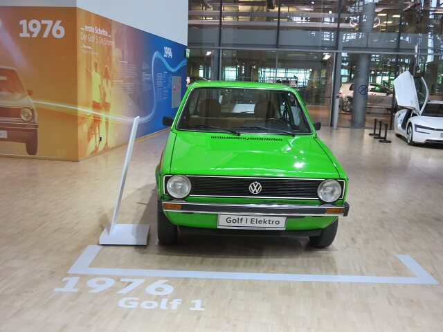 ドレスデンのフォルクスワーゲン工場に展示された古い車