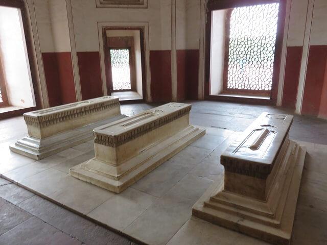 デリーのフマユーン廟の中