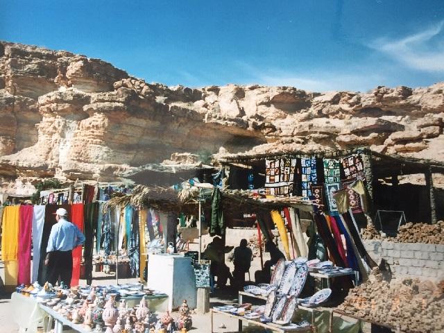 チュニジアの遺跡のお土産物屋さん