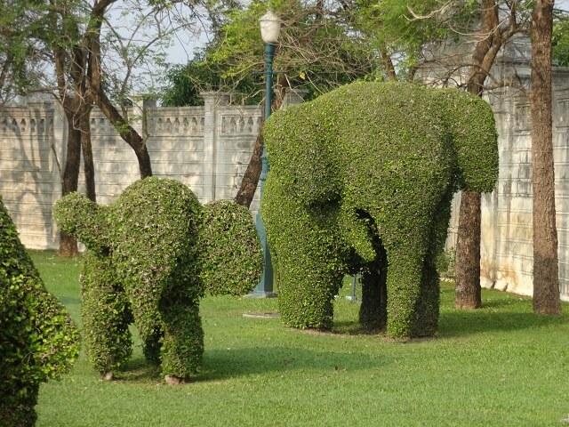 タイのアユタヤのバンパイン宮殿の庭