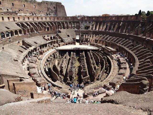 イタリアローマのコロッセオの中