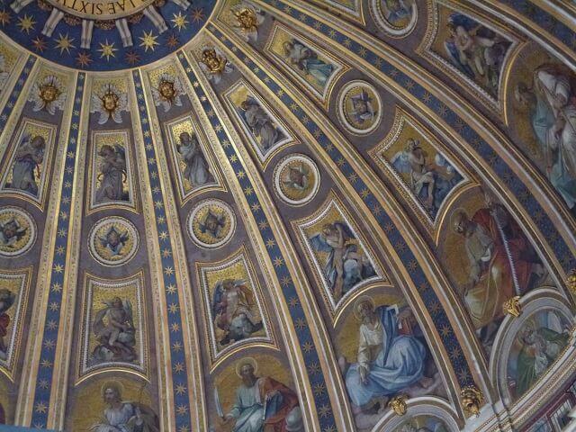 ローマ・バチカン市国のサンピエトロ大聖堂のドームのフレスコ画