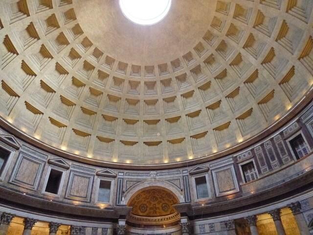 イタリア・ローマのパンテオンの内部
