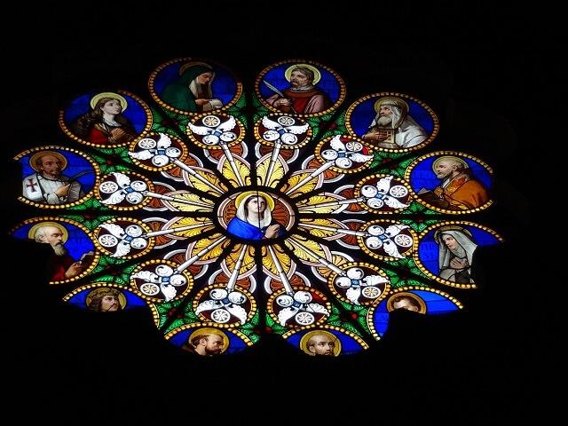 イタリア・ローマのミネルヴァ広場の教会のステンドグラス