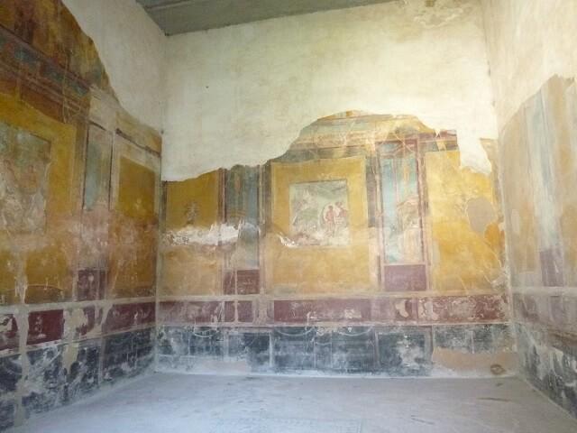 イタリア・ナポリのポンペイの遺跡にあるフレスコ画が残る邸宅
