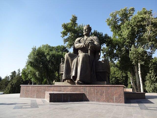 サマルカンドのアミール・ティムール像